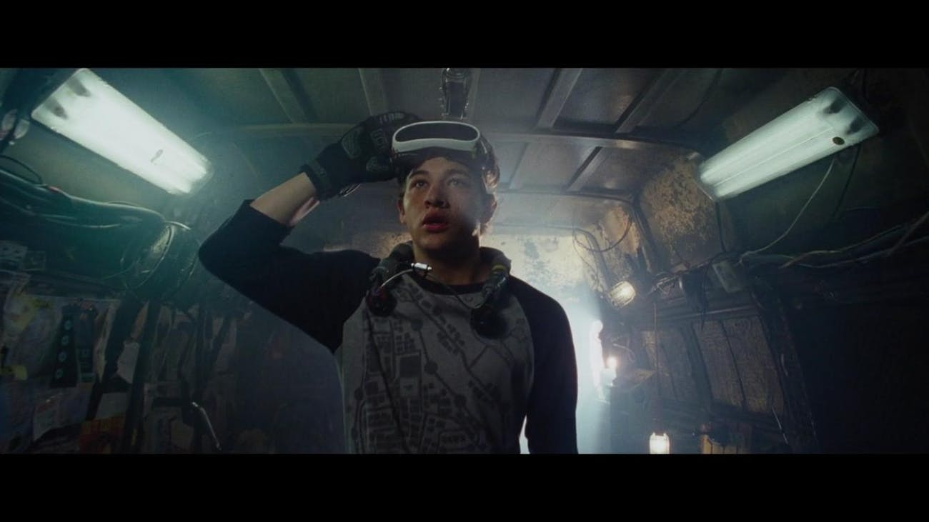 Wade Watts (Tye Sheridan) in 'Ready Player One' with his school-issued OASIS gear.