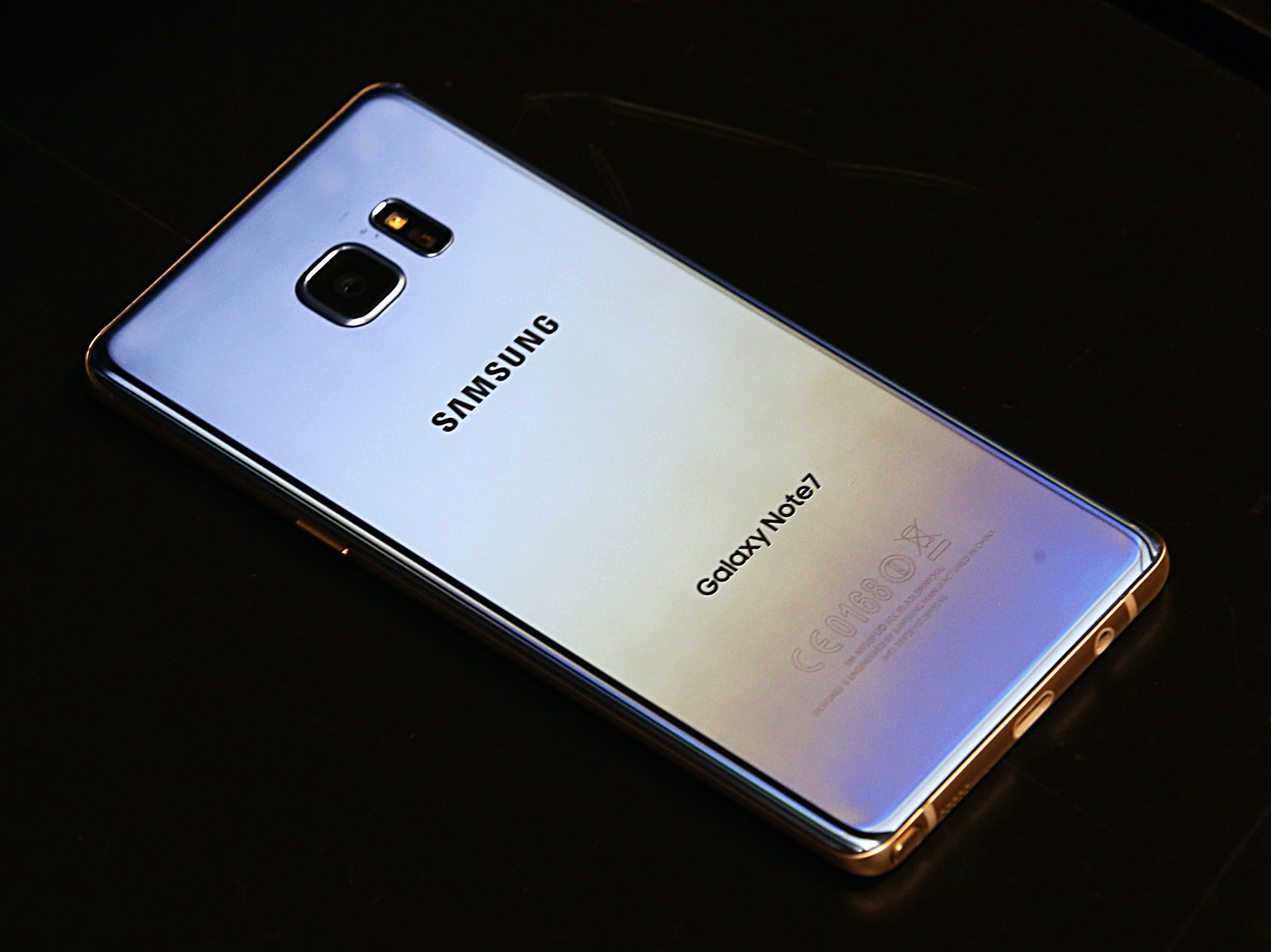 Samsung Halts All Sales of Its Exploding Galaxy Note 7 Phone