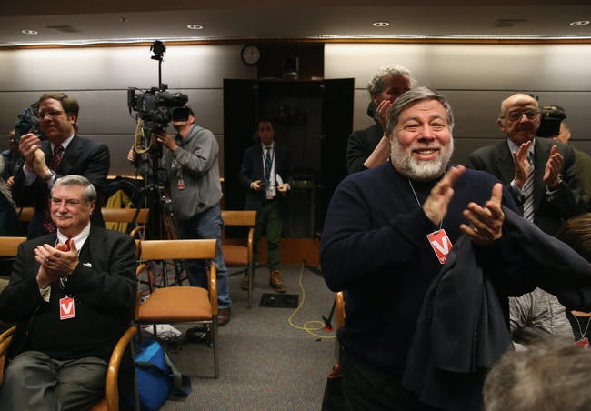 WASHINGTON, DC - FEBRUARY 26: Apple Co-Founder Steve Wozniak (R) applauds after the Federal Communications Commission voted to approve Net Neutrality during a hearing at the FCC headquarters February 26, 2015 in Washington, DC. Today the FCC voted to approve regulating Internet service like a public utility, prohibiting companies from paying for faster lanes on the Internet. (Photo by Mark Wilson/Getty Images)