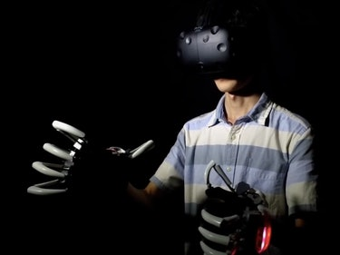 Dexmo Gloves Let You Physically Feel Virtual Reality
