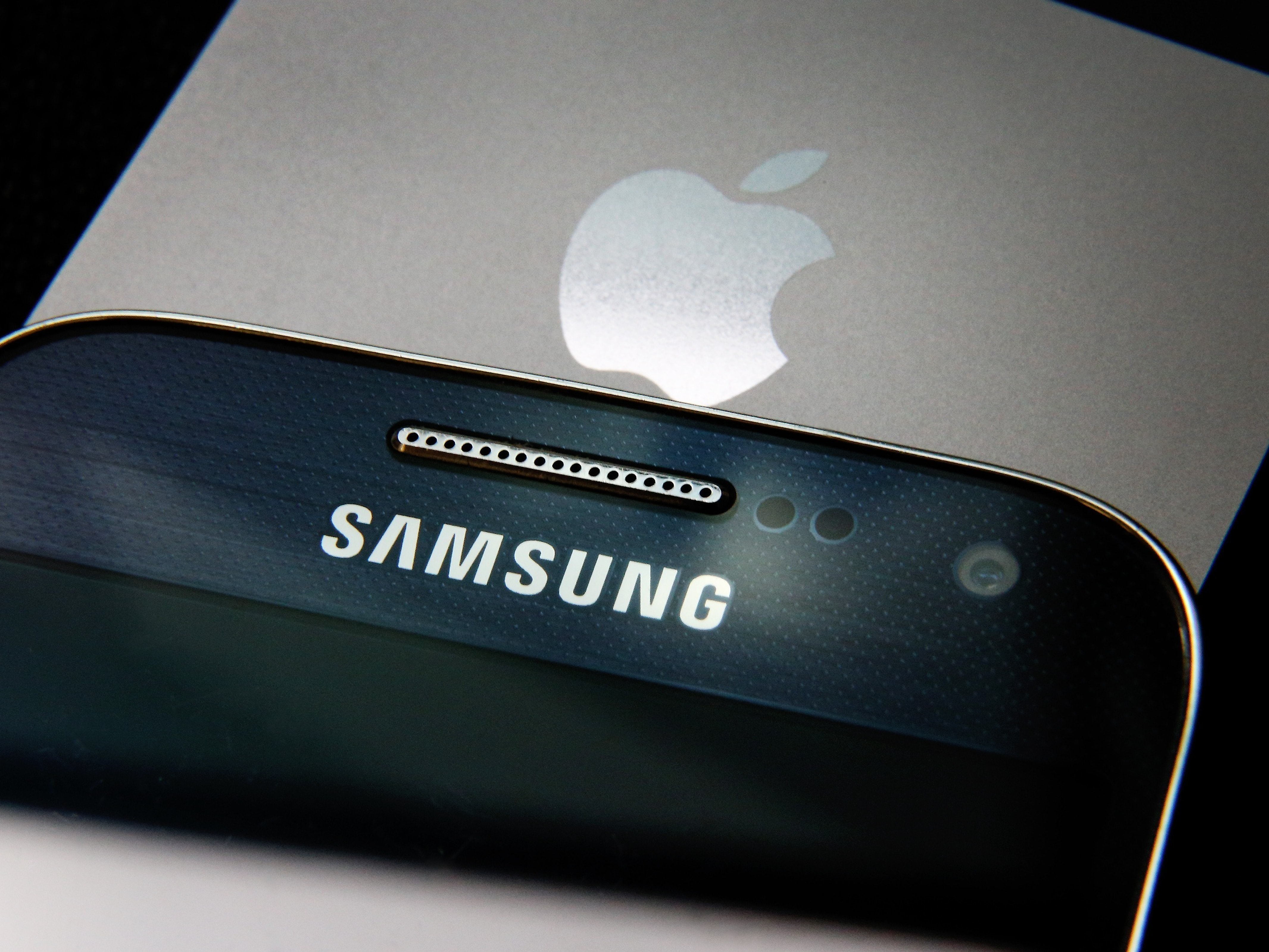 A Samsung and Apple smartphone are displayed on August 6, 2014 in London, England. Smartphone and tablet manufacturers Samsung and Apple have agreed to end all legal cases over patent infringements outside of the US.