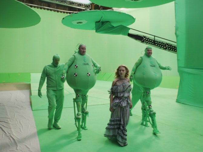 The CG characters of Tweedledee and Tweedledum were both portrayed by Matt Lucas. Here the actor performs alongside a stand-in.
