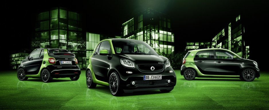 The Smart Forfour (right) is noticeably larger than the other models.