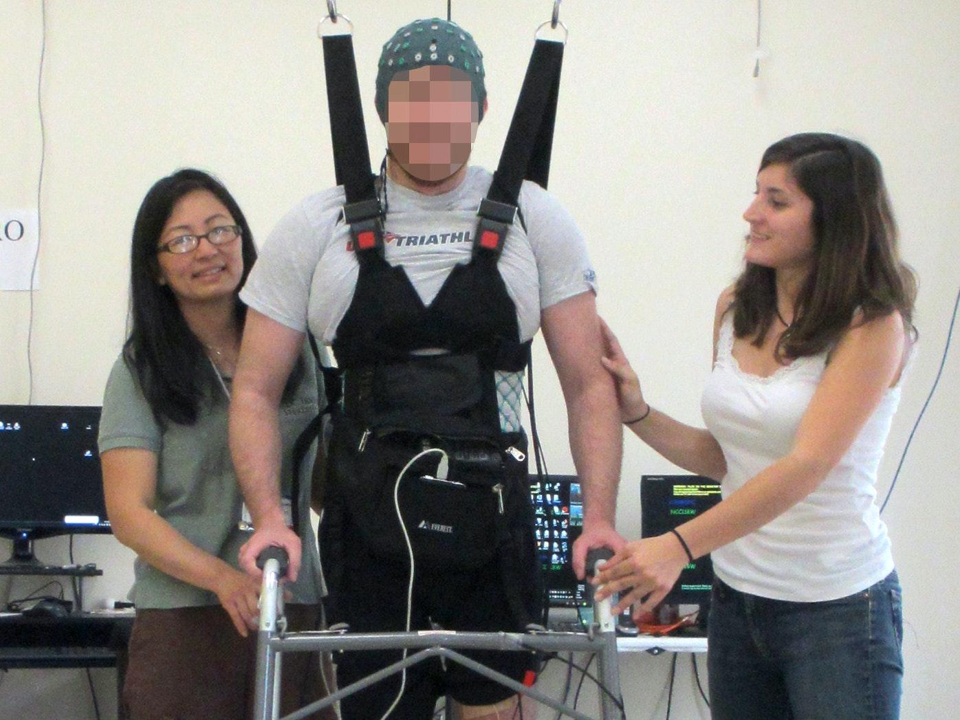 Paraplegic Man Walks Again Using a Computer Connecting Brain and Legs