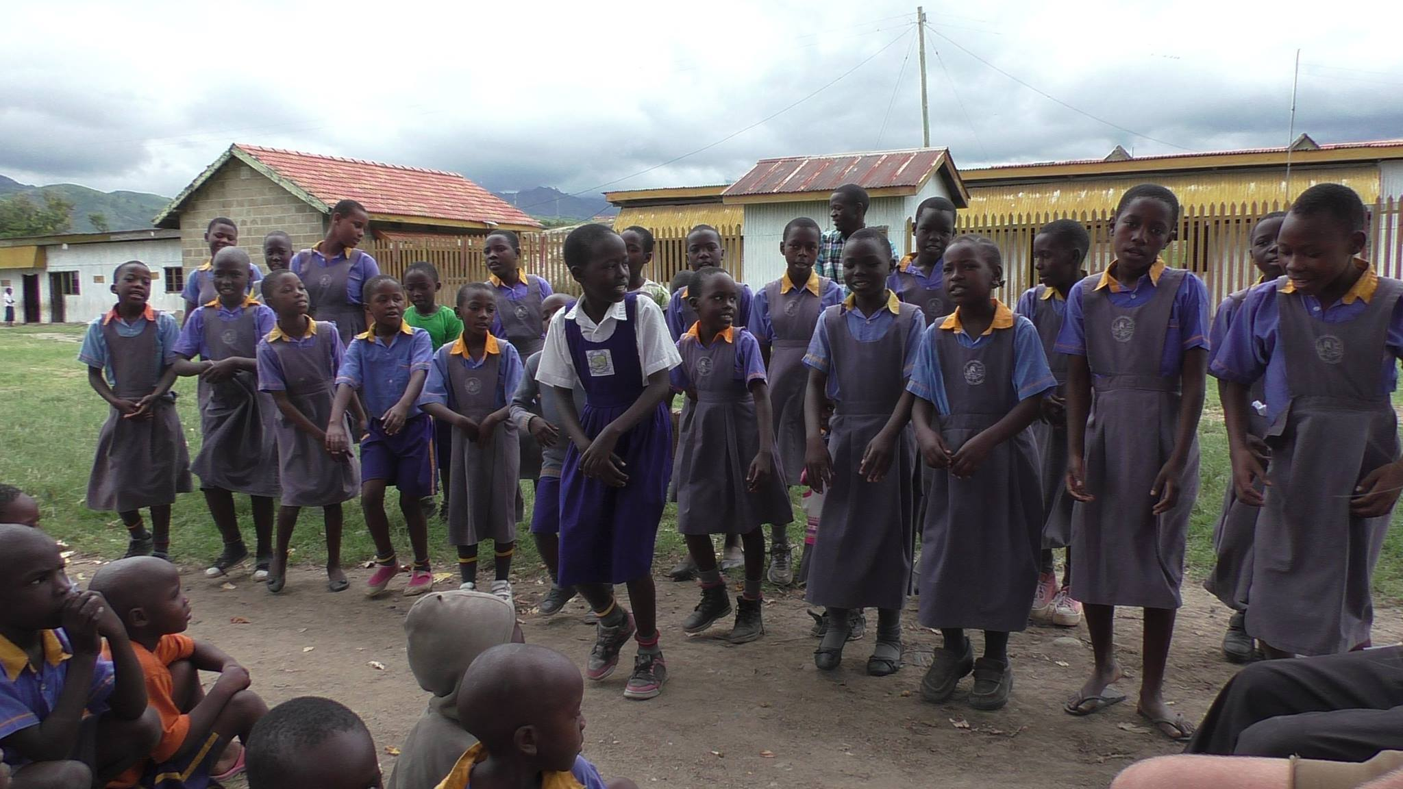 Students of the Kasese Humanist Primary School at the BiZoHa campus.