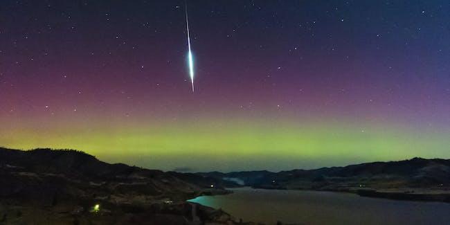 Taurid Fireball and Aurora 11.03.15 0129hrs PST