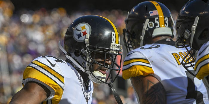 p.p1 {margin: 0.0px 0.0px 0.0px 0.0px; font: 18.0px Georgia}    Pittsburgh Steelers wide receiver Antonio Brown (84) celebrates with center Maurkice Pouncey (53) after catching a 6 yard second quarter touchdown pass against the Baltimore Ravens on November 4, 2018, at M&T Bank Stadium in Baltimore, MD. (Photo by Mark Goldman/Icon Sportswire)