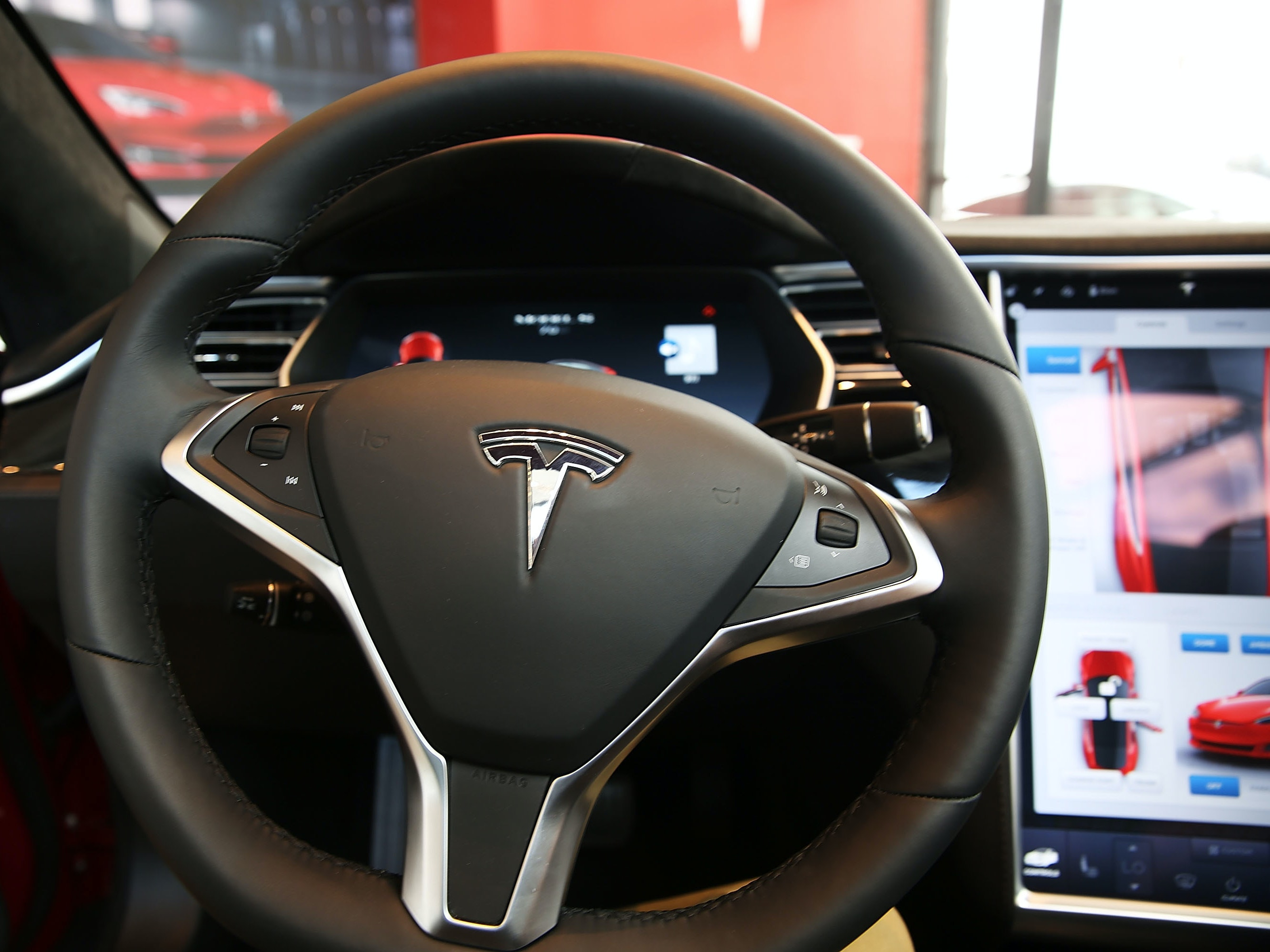 The NHTSA's Final Ruling Just Cleared Tesla in May's Deadly Autopilot Crash