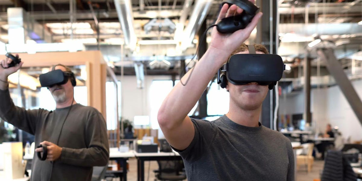 Here's Mark Zuckerberg using the Oculus Touch before us normals.