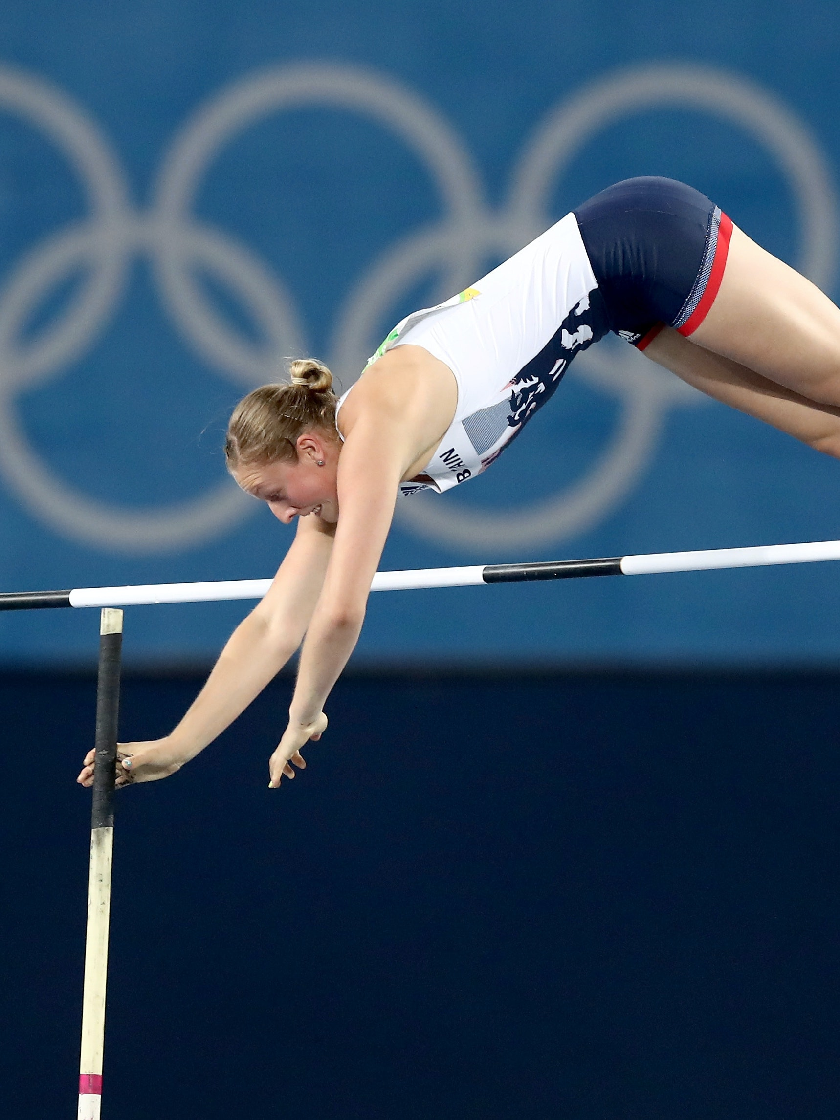 RIO DE JANEIRO, BRAZIL - AUGUST 19:  Holly Bradshaw of Great Britain competes in the Women's Pole Vault Final on Day 14 of the Rio 2016 Olympic Games at the Olympic Stadium on August 19, 2016 in Rio de Janeiro, Brazil.  (Photo by Alexander Hassenstein/Getty Images)
