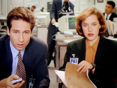 """Get the Full 'X-Files' Backstory With Our """"Mythology"""" Episode Viewing Guide"""