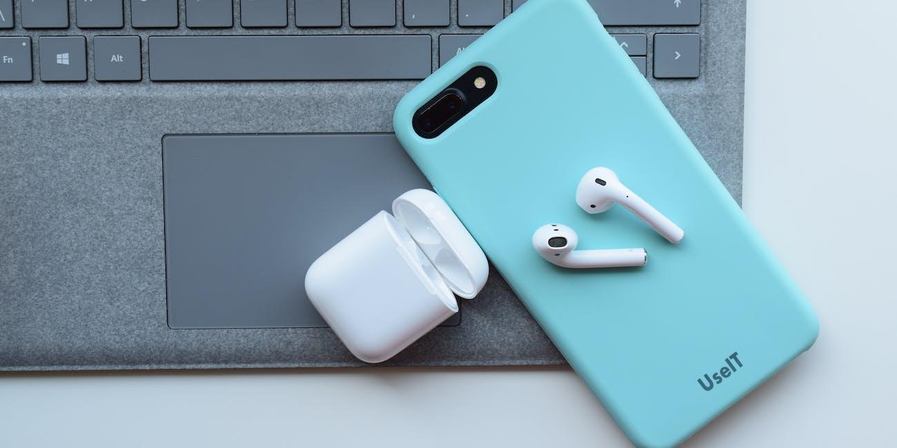 airpods apple earphones