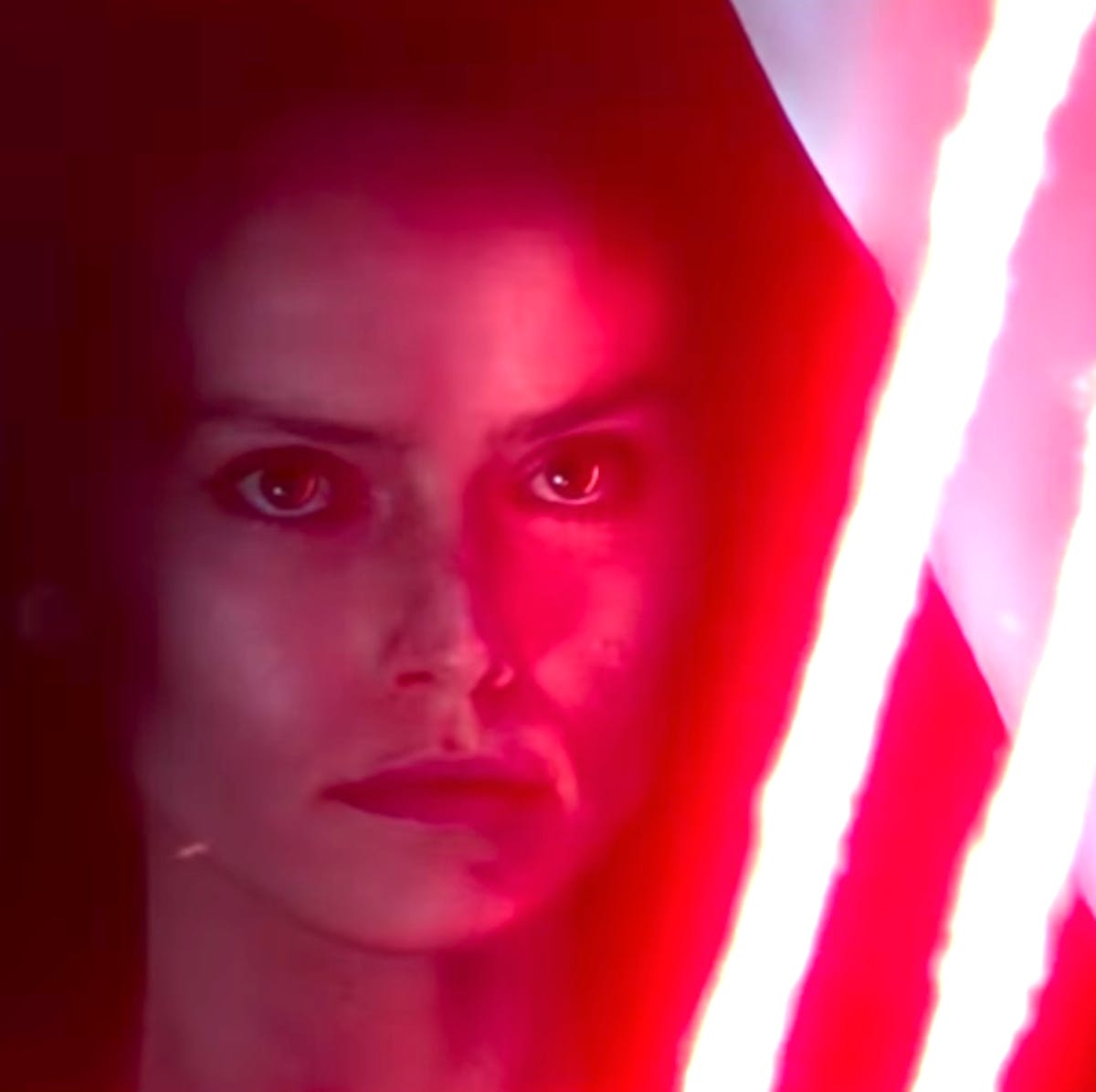 """'Star Wars 9' Theory May Reveal the Shocking Truth Behind """"Dark Rey"""""""