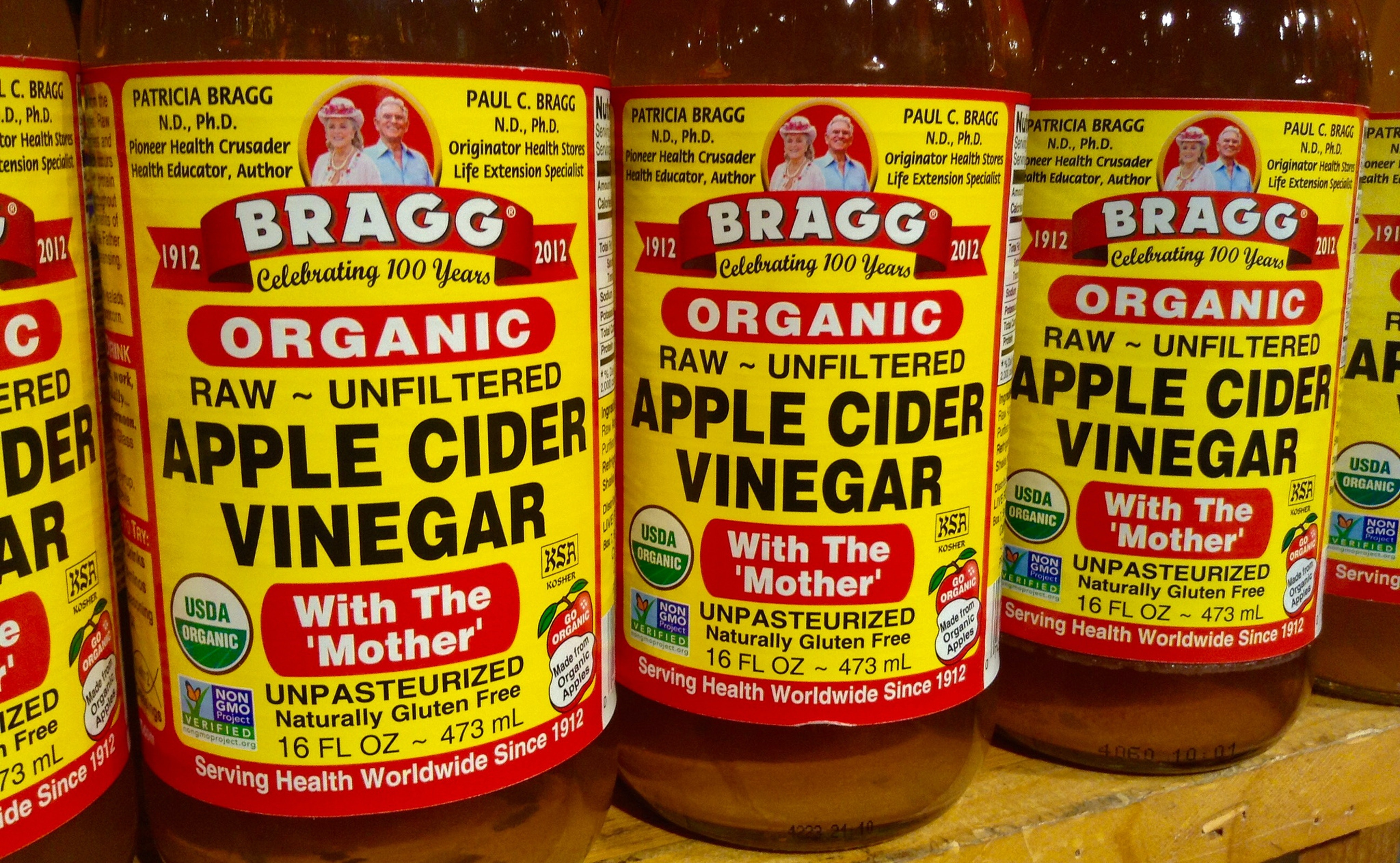 """The Science Behind Drinking Apple Cider Vinegar, the """"Cure-All"""" Elixir"""