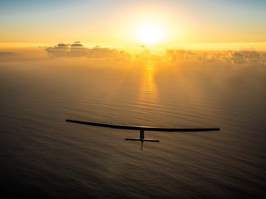 Solar Impulse Plane Gets Through First Night of 62-Hour Fuel-Free Pacific Flight