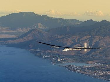 Watch Solar Impulse Plane Soar to California in Fuel-Free Trip Around the World