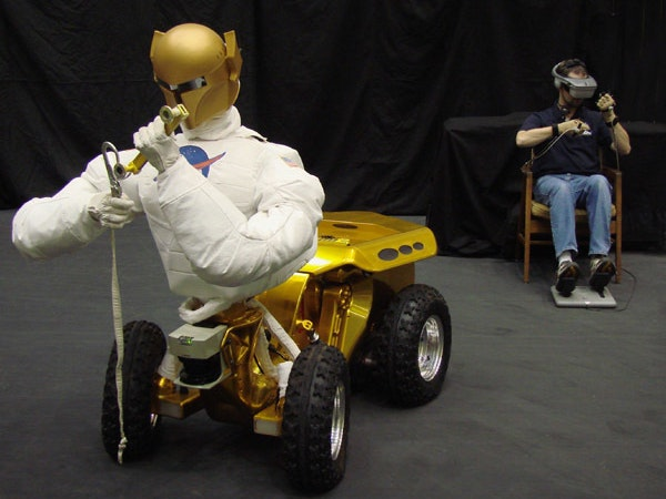 "VR ""telepresence"" allows astronauts to control Robonaut from the ground"