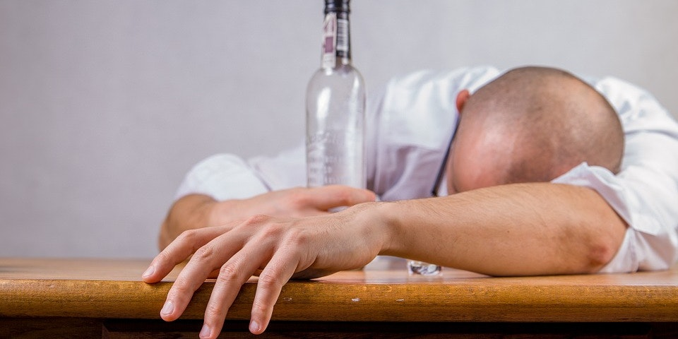 Here's How Long Alcohol-Induced Brain Damage Persists After Drinking