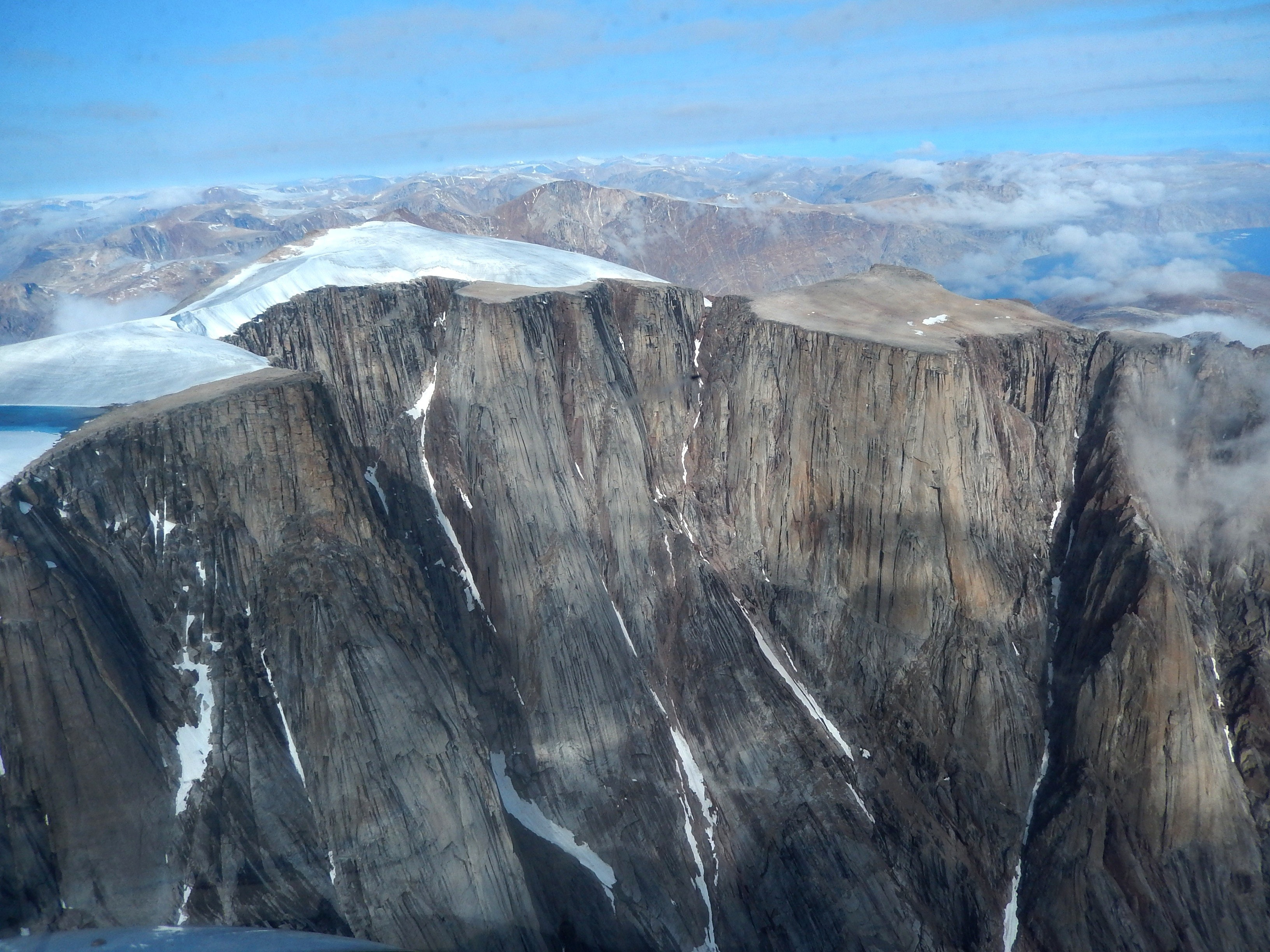 """Melting Ice Reveals Land That Hasn't Seen """"Light of Day"""" in 40,000 Years"""