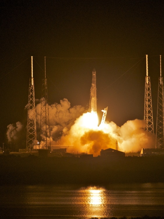 TITUSVILLE, FL - MAY 22:  SpaceX's Dragon spacecraft atop rocket Falcon 9 lifts off from Pad 40 of the Cape Canaveral Air Force Station in Titusville, Florida. The launch this morning  makes SpaceX the first commercial company to send a spacecraft to the International Space Station. (Photo by Roberto Gonzalez/Getty Images)