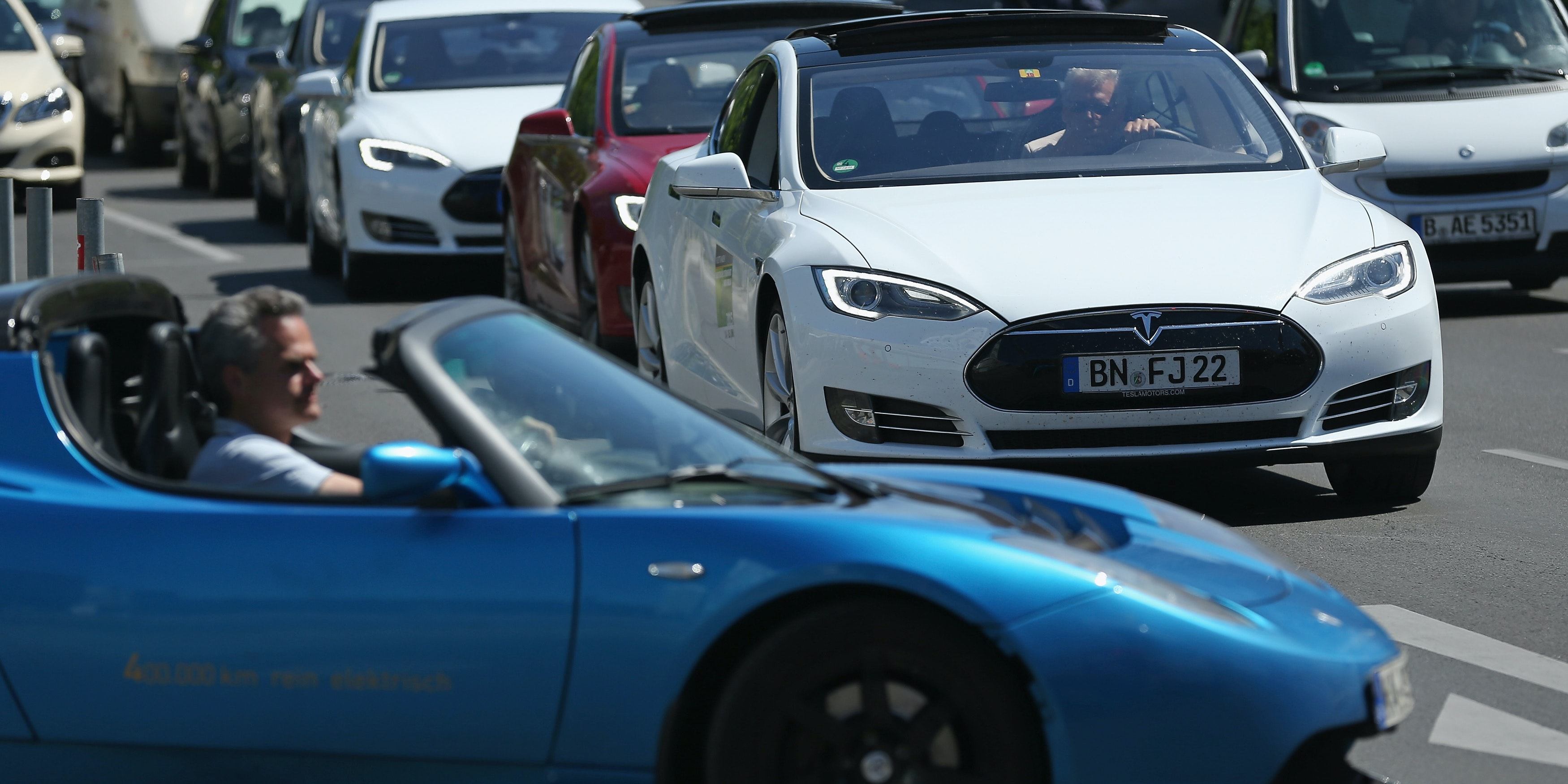 BERLIN, GERMANY - JUNE 15:  Private owners of Tesla electric cars converge at the government-sponsored electro-mobility conference on June 15, 2015 in Berlin, Germany. Top representatives of German and industry and government officials are meeting to discuss the future of electric-powered transport in Germany.  (Photo by Sean Gallup/Getty Images)