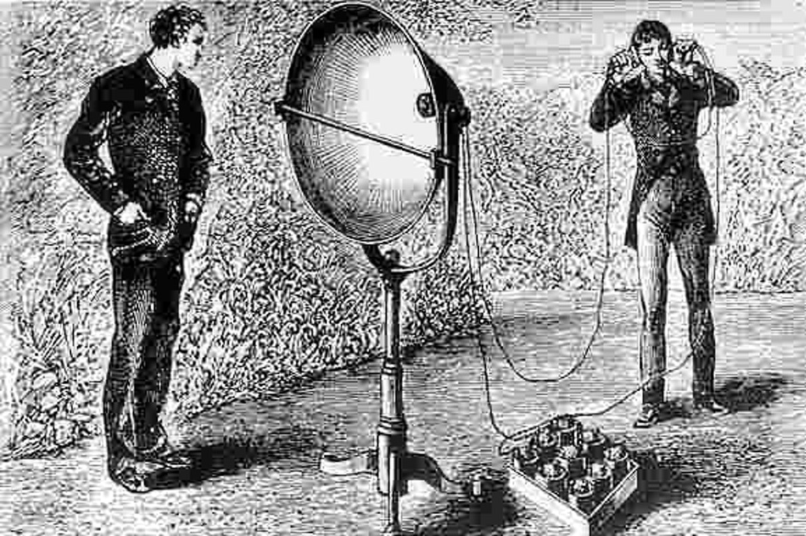 Bell's final version of the photophone with a parabolic mirror receiver