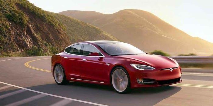 Richiamate 123.000 Tesla Model S