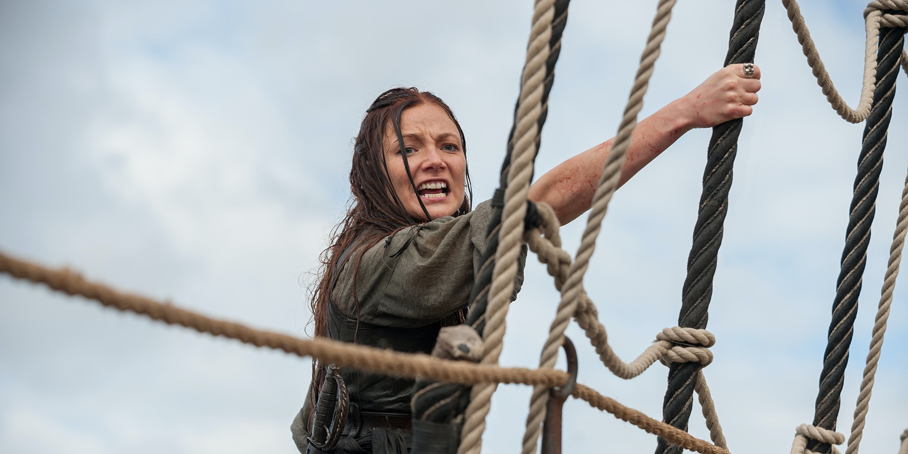 black sails' finale shows that anne bonny's gloves (and hat) are