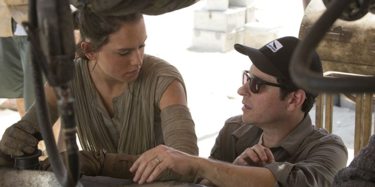 J.J. Abrams directing Daisy Ridley in 'Star Wars: The Force Awakens'.