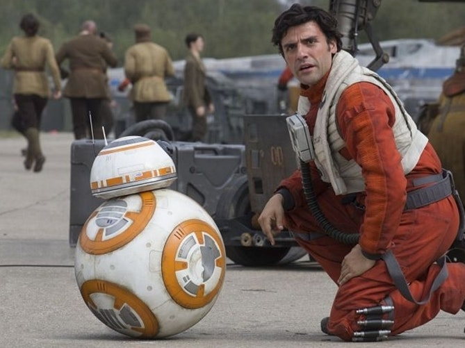 How Poe Dameron Survived That Crash in 'The Force Awakens'