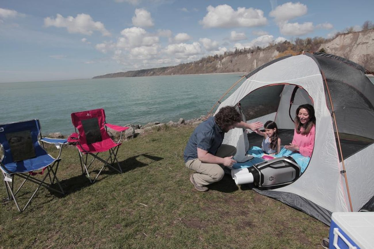 Zero Breeze Air Conditioner Keeps You Cool While Camping
