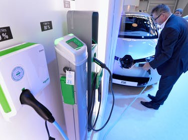 The U.S. Department of Transportation Will Add 500 Car-Charging Stations in Next Decade