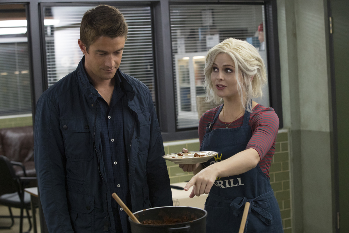 Major and Liv talk brains on The CW's 'iZombie'