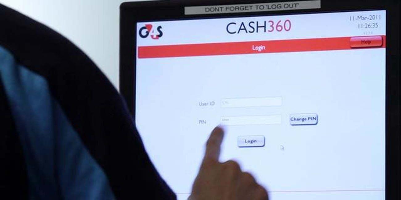 cash360 man computer screen