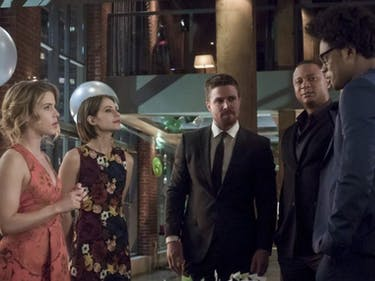 Oliver celebrates his birthday on 'Arrow'
