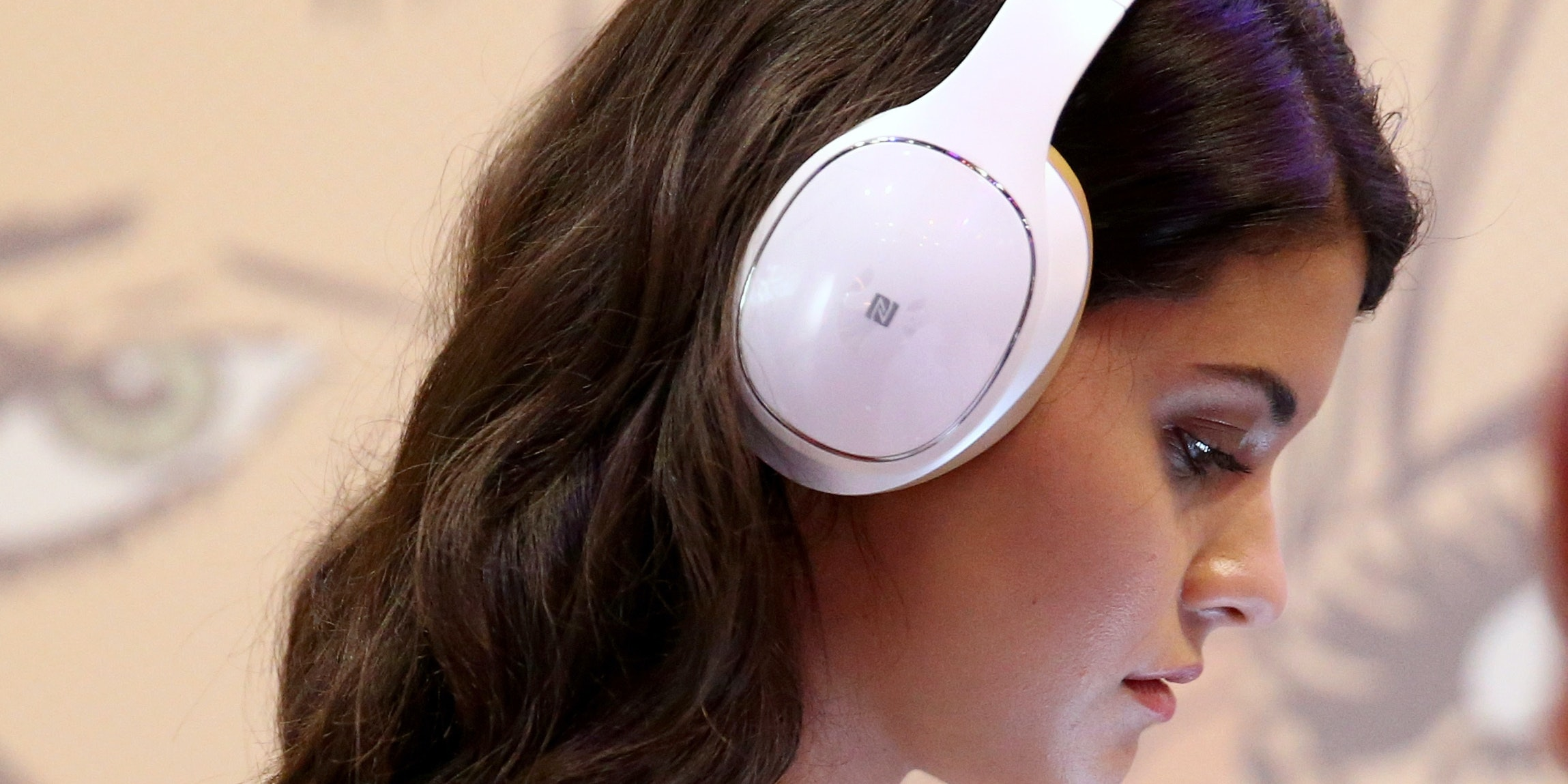 SAN DIEGO, CA - JULY 24:  Actress Sofia Black D'Elia checks out Samsung's new Level Over bluetooth headphones at the Samsung Galaxy VIP Lounge at Comic-Con International 2014 at Hard Rock Hotel San Diego on July 24, 2014 in San Diego, California.  (Photo by Imeh Akpanudosen/Getty Images for Samsung)