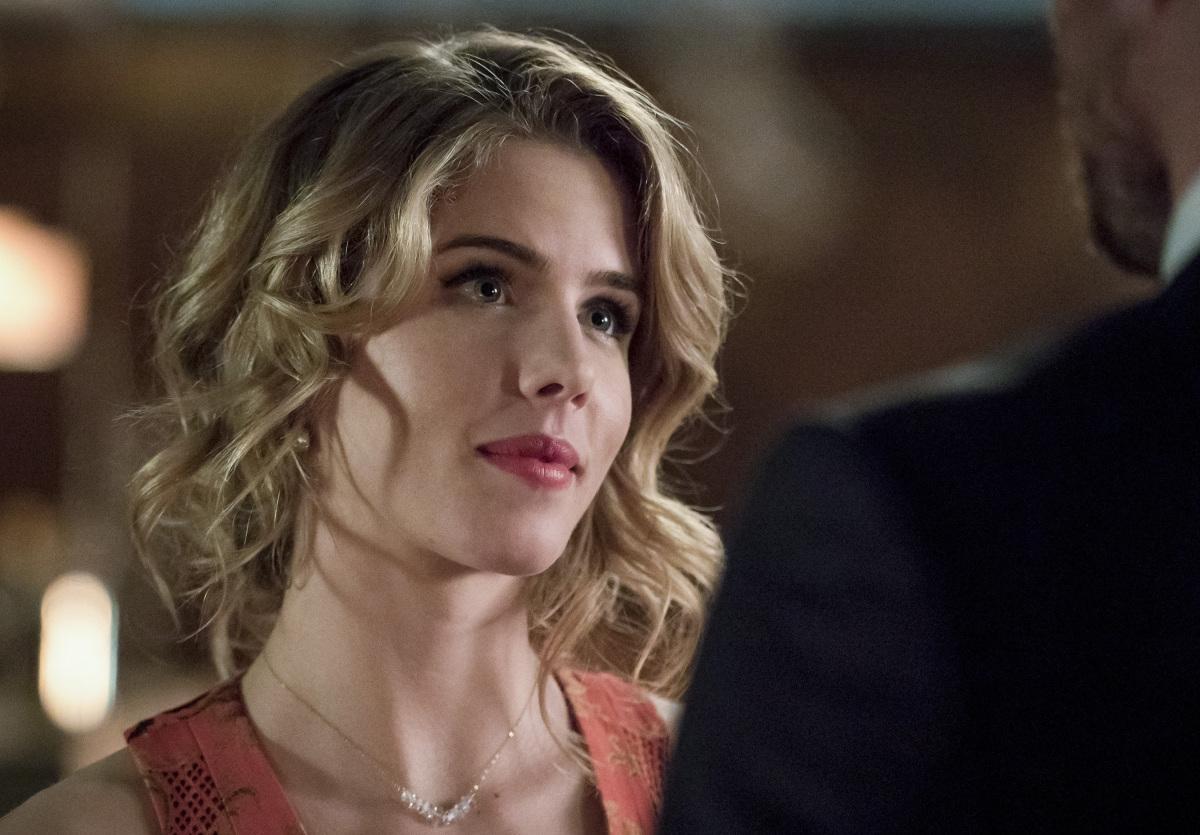 SPOILERS: Watch The Explosive Cliffhanger Ending Of ARROW's Season 5 Finale