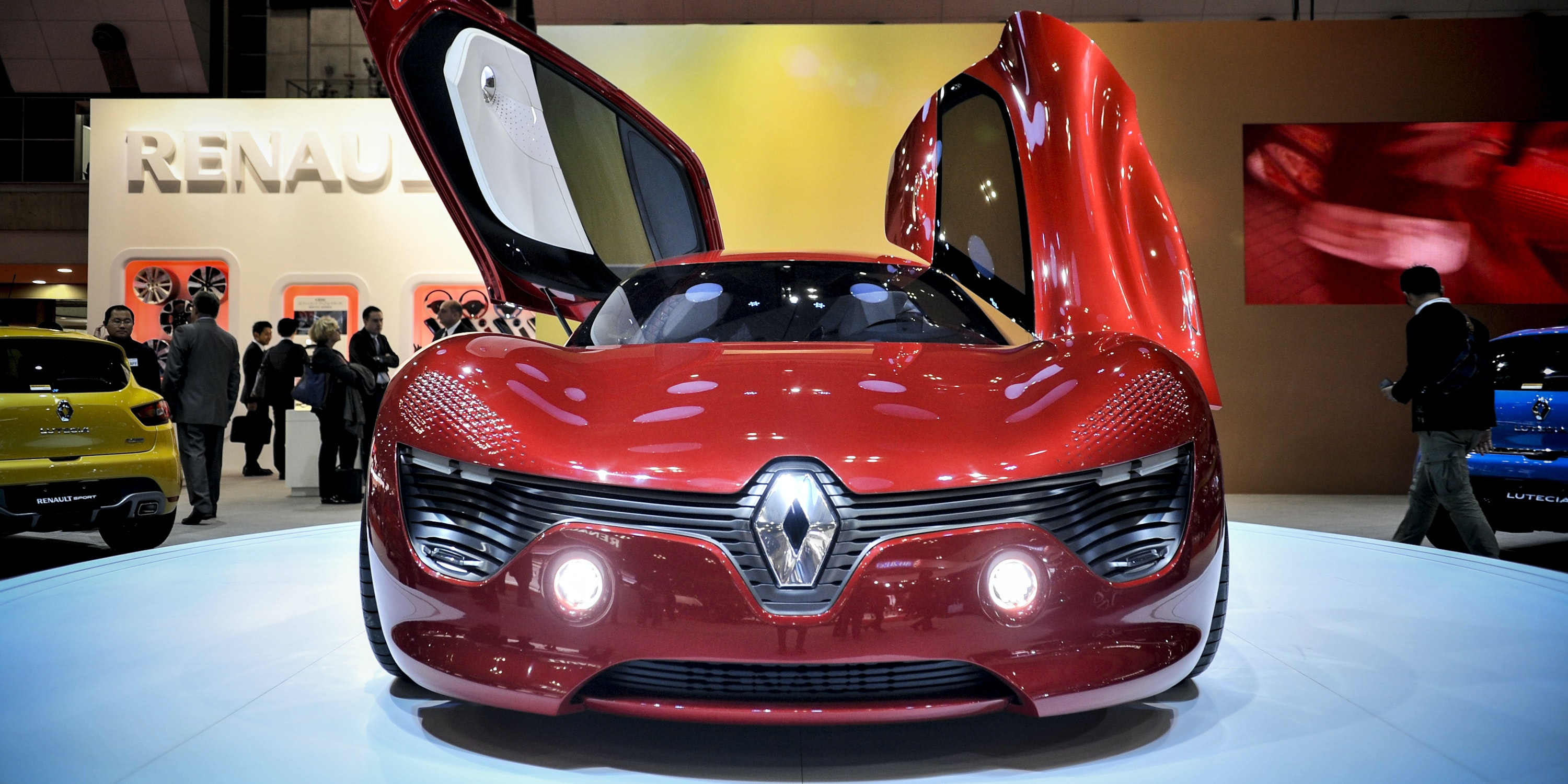 Renault Engineers: A.I. Future Means Cars Self-Drive to Repair Shop
