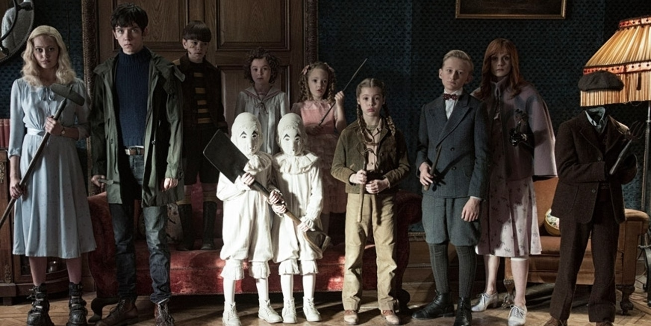 """The young cast of *Miss Peregrine's Home for Peculiar Children"""""""