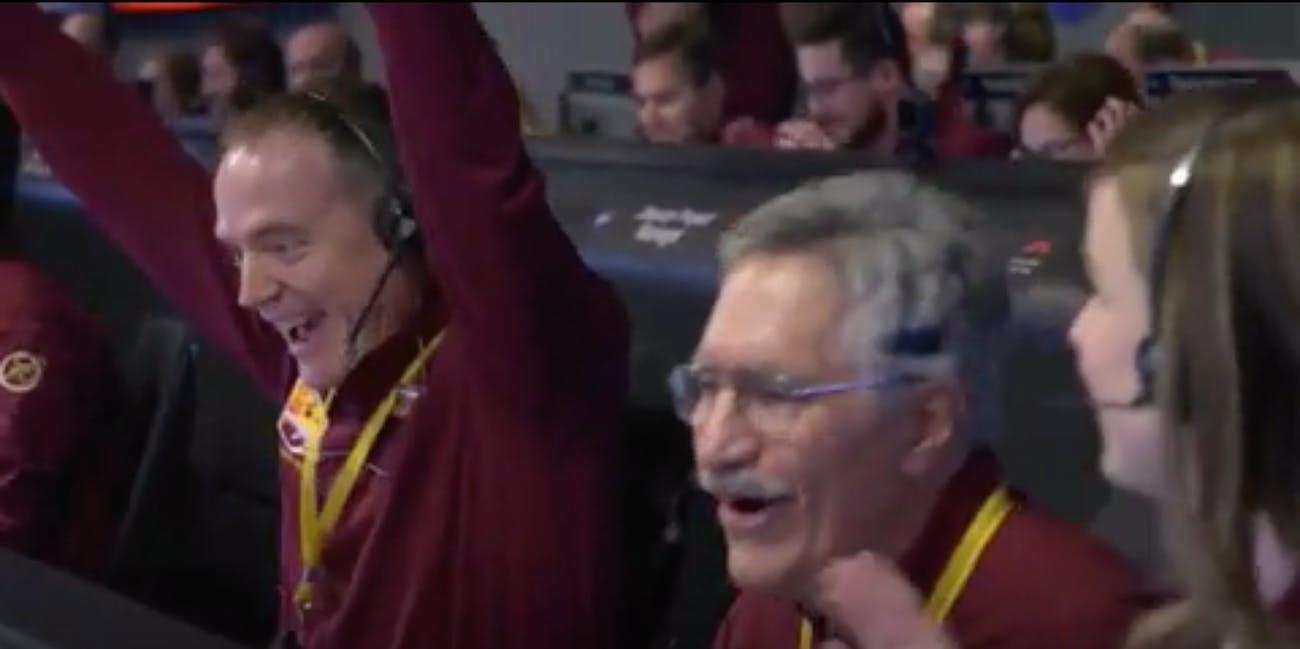 nasa engineers celebrate insight landing