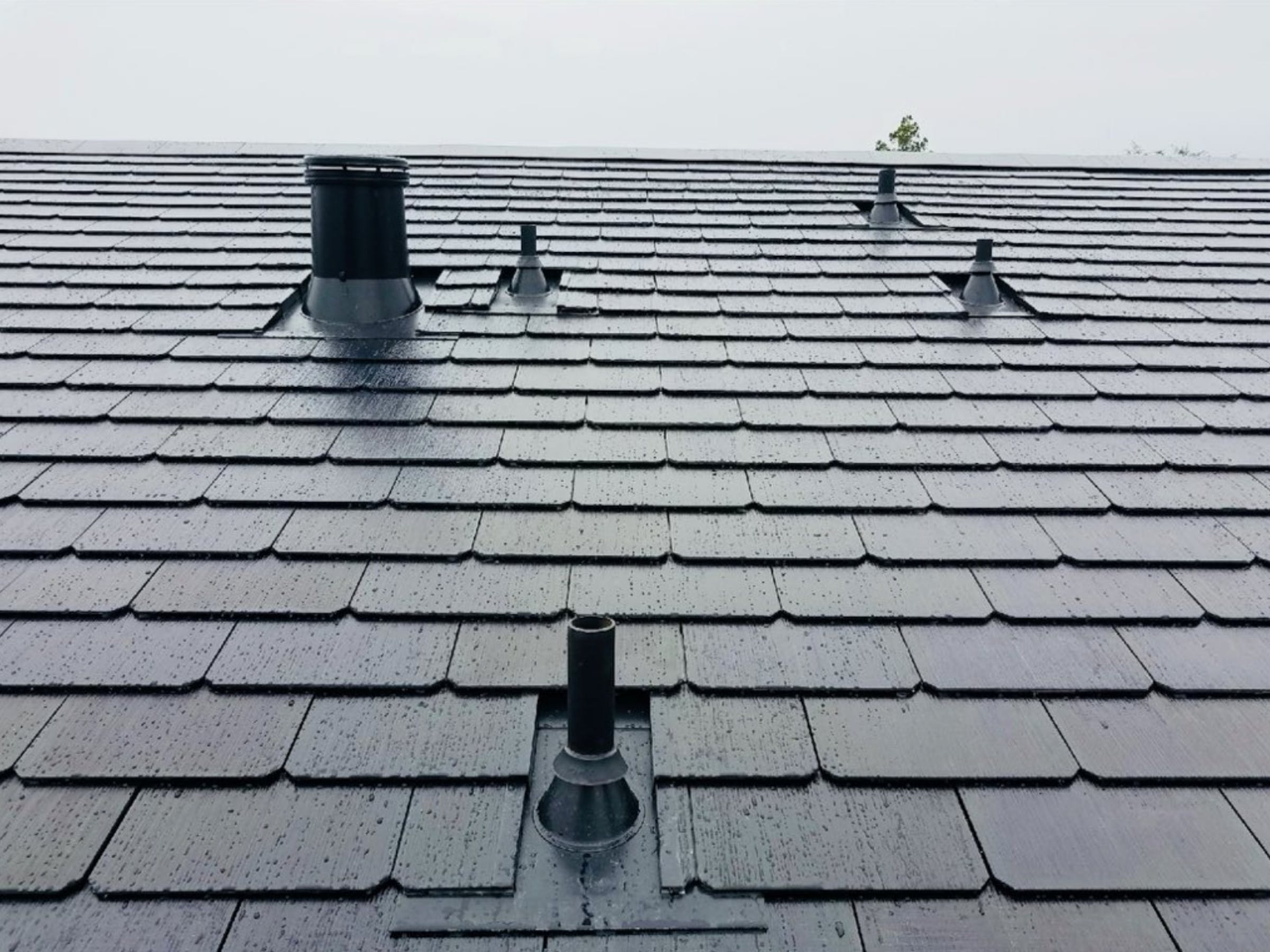 Solar Roof Tiles Cost >> Tesla Solar Roof 8 Things You Don T Realize Until You Own One Inverse