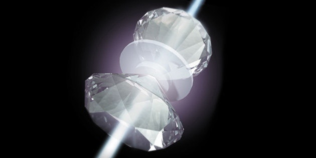 Rendering of metallic hydrogen pressurized between diamonds.