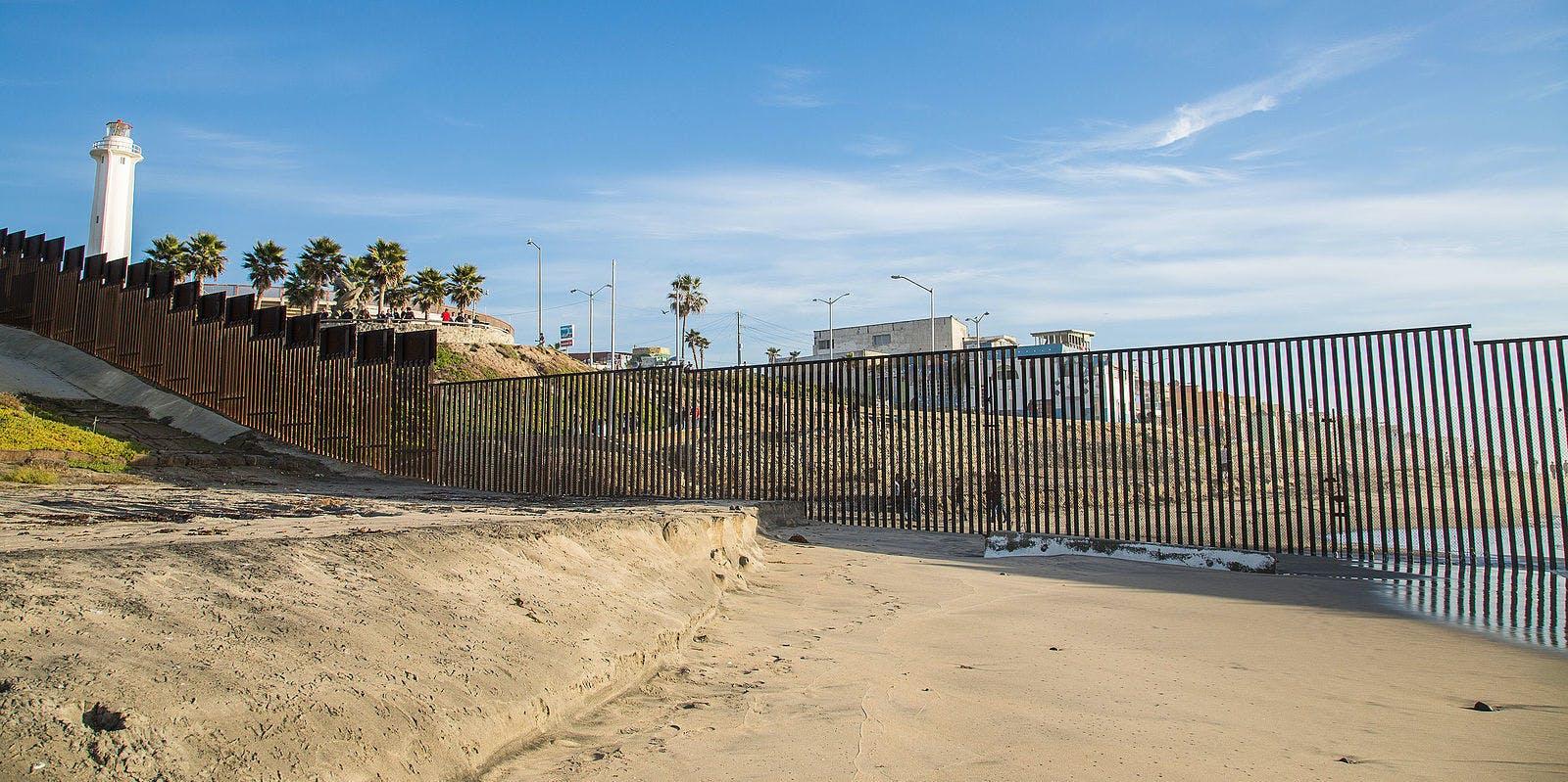 The border alongside the Pacific Ocean.