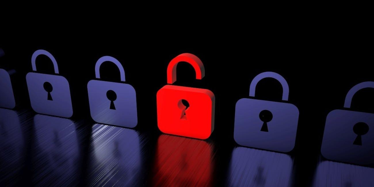 Schloss gehackt - Hacker Firewall rot-blau - stehend