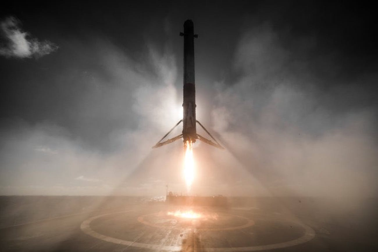 SpaceX Falcon 9 coming in to land.
