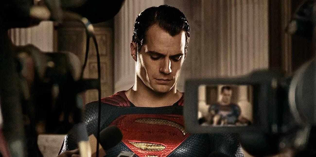 בקצרה - 15: הנרי קאביל עוזב את דמותו של סופרמן, אבל מייקל בי. ג'ורדן עלול להיות מלוהק במקומו