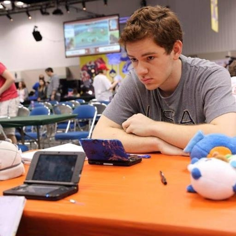 Yes, that's a plush Oshawott sitting on the table in front of Toler Webb.