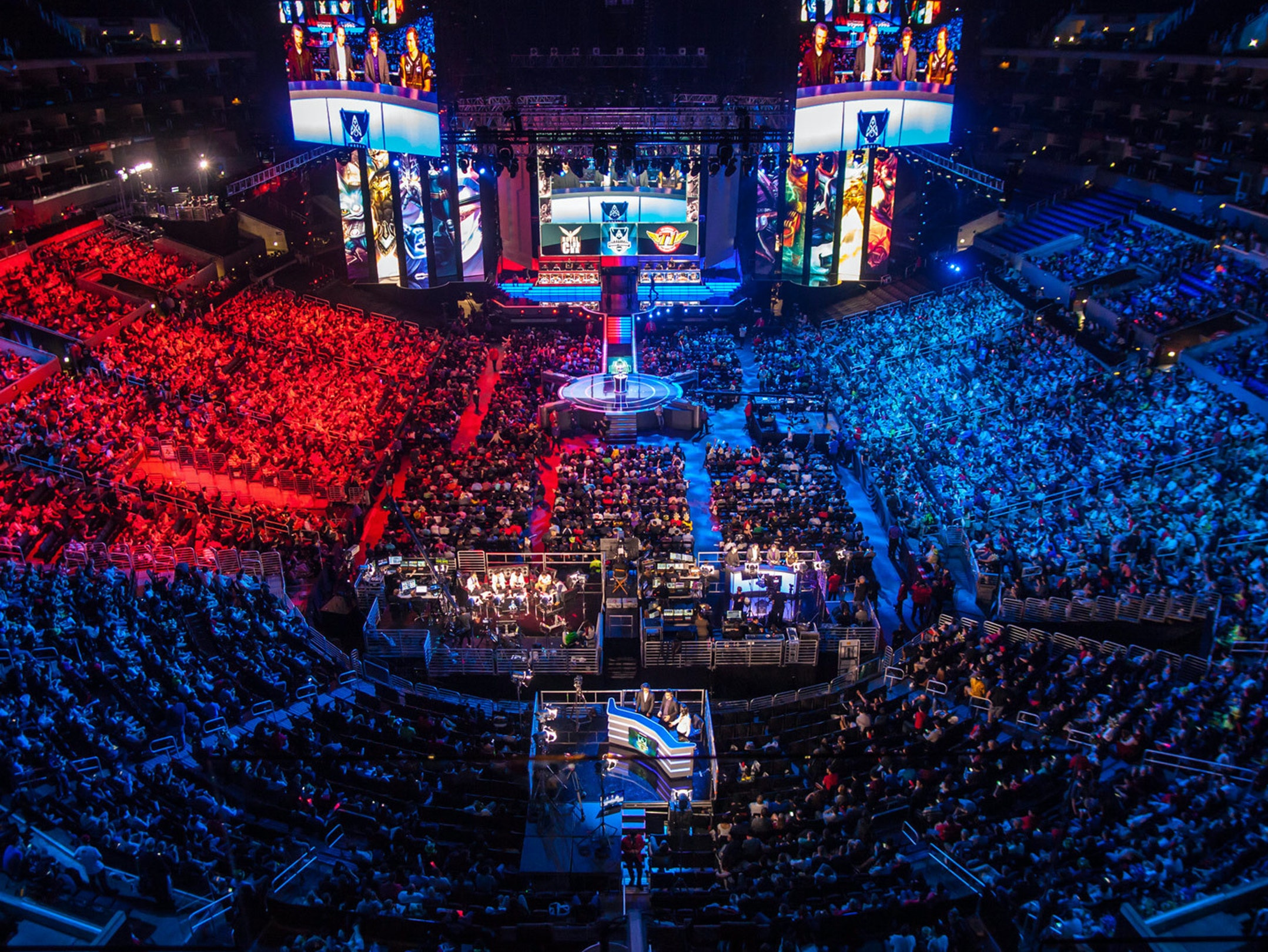 Watching Esports Live Is a Whole Different Ball Game