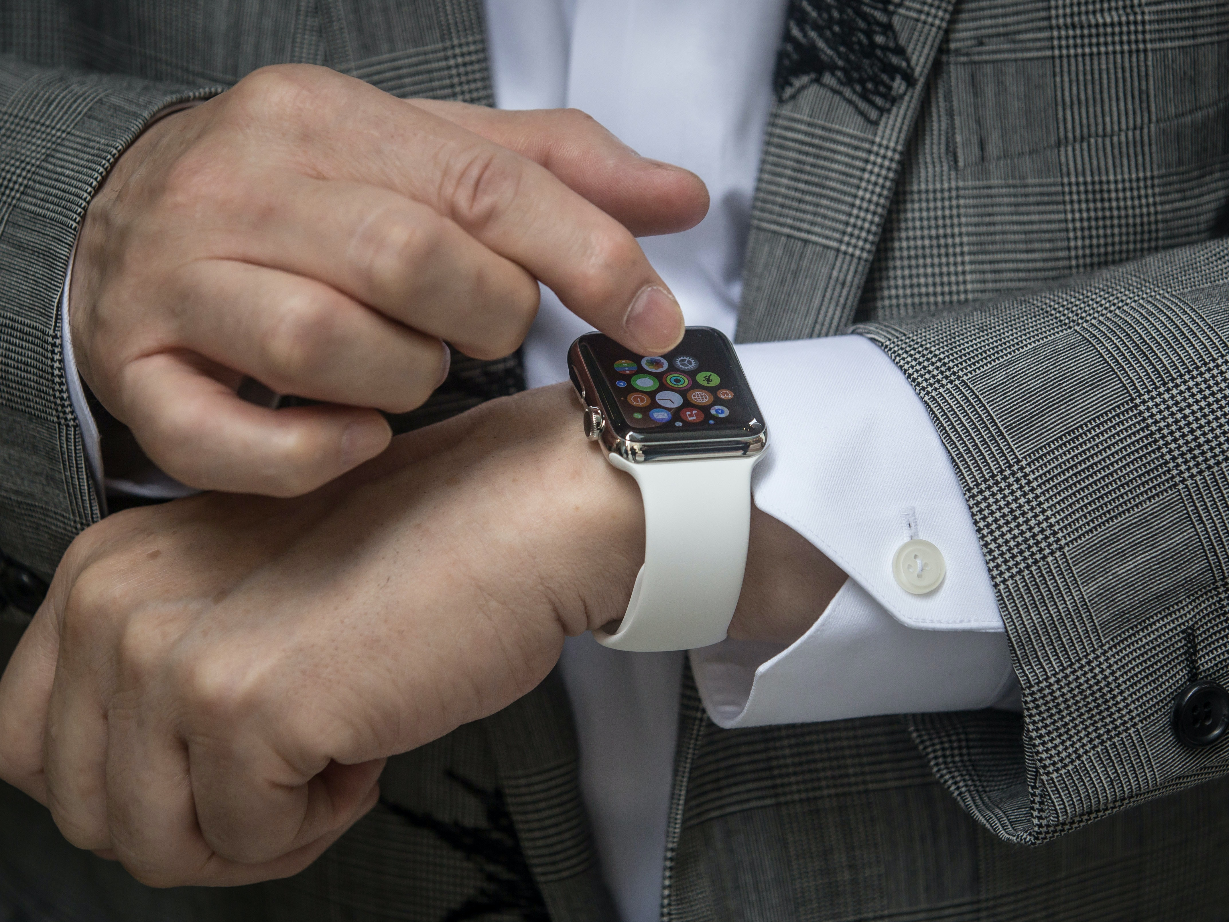 """Apple Looks to """"Active Fluid"""" to Make Its Watches Better"""