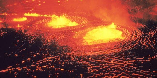 Lava fountains in the Halemaʻumaʻu lava lake, Kīlauea